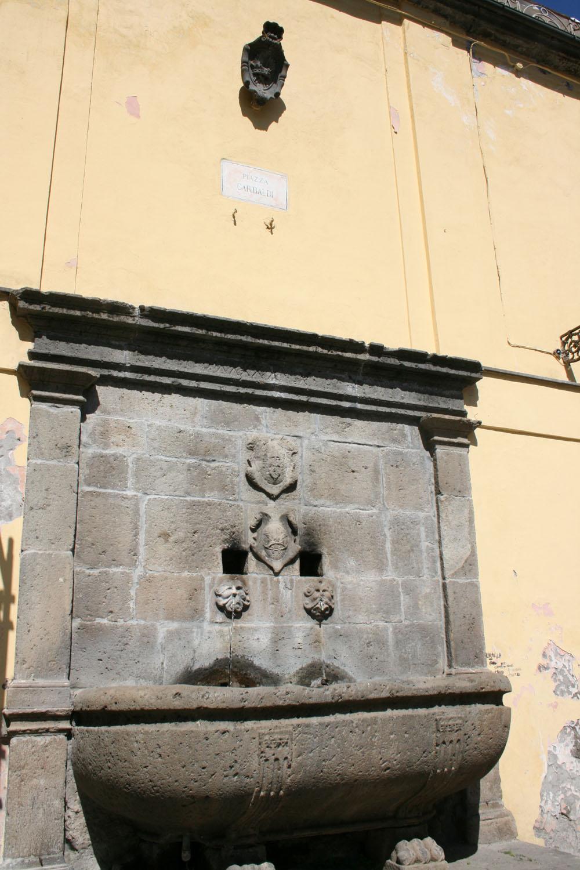 la-fontana-presso-il-palazzetto-farnese
