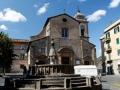 Brunnen vor der Kirche