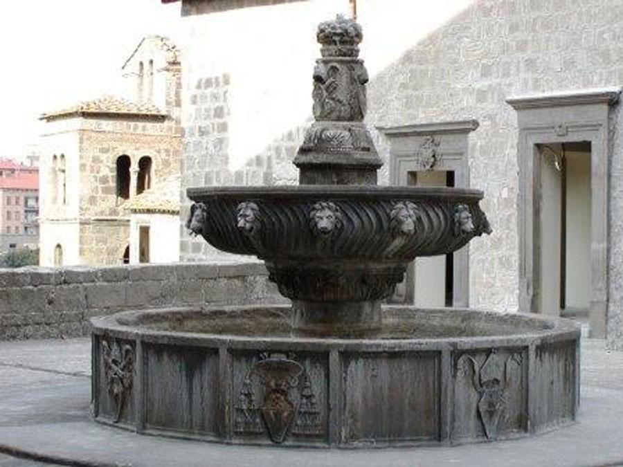 palazzo_papale_fontana_viterbo